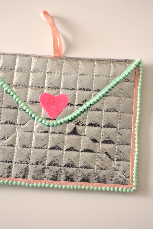 Easy DIY Valentine Love Note Envelope, free pattern and photo tutorial!