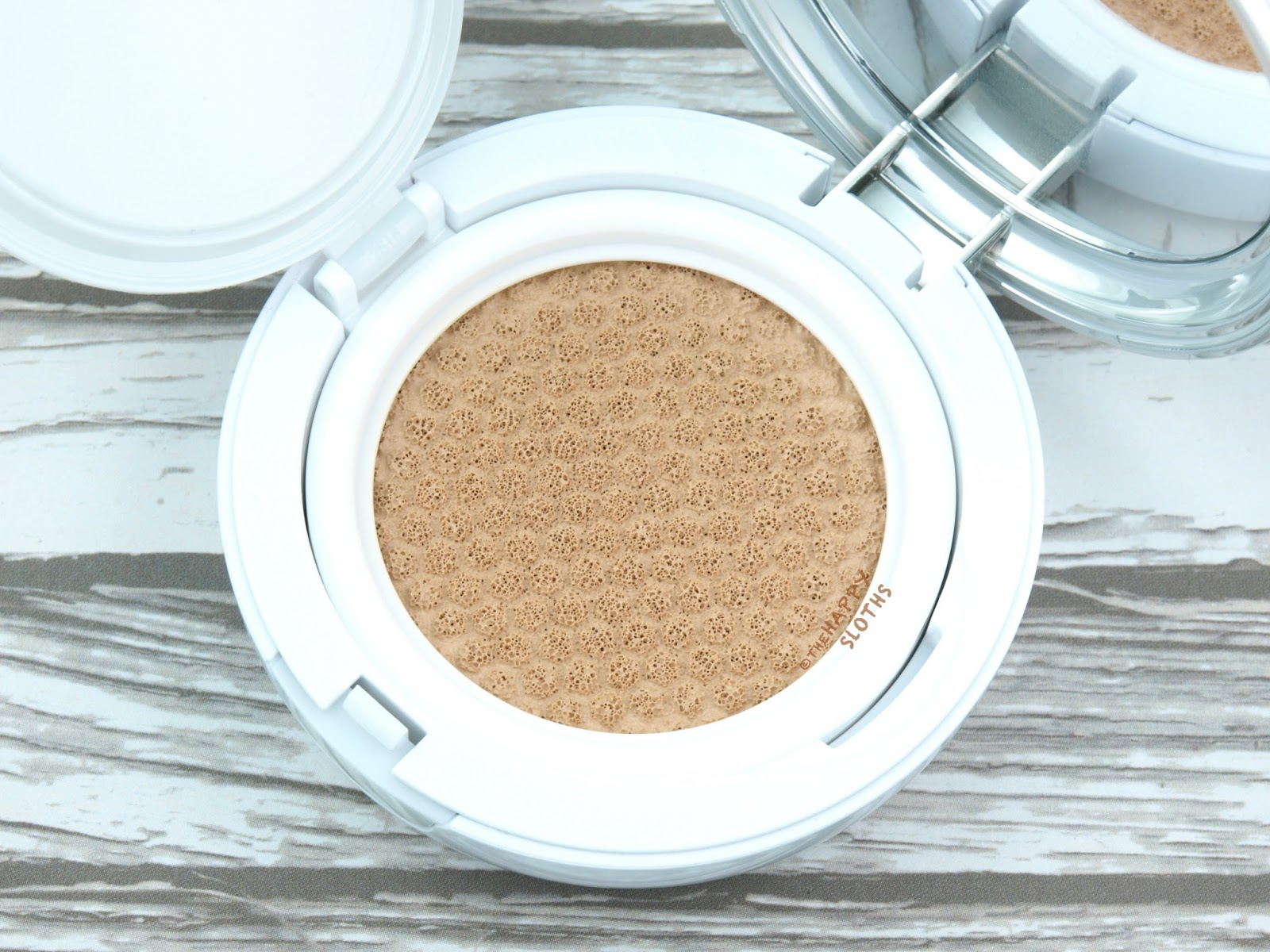 """IOPE Air Cushion Matte Longwear Foundation in """"N21"""": Review and Swatches"""