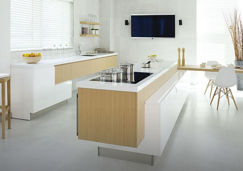30 fotos de cozinhas em branco e madeira decora o e ideias for Cocinas modernas blancas y madera