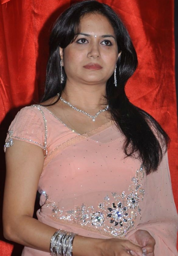 Singer Sunitha Hot Photos In Rose Saree