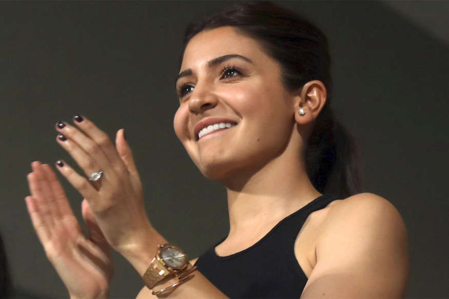 Anushka Sharma Cheers on For Hubby Virat Kohli at Chinnaswamy
