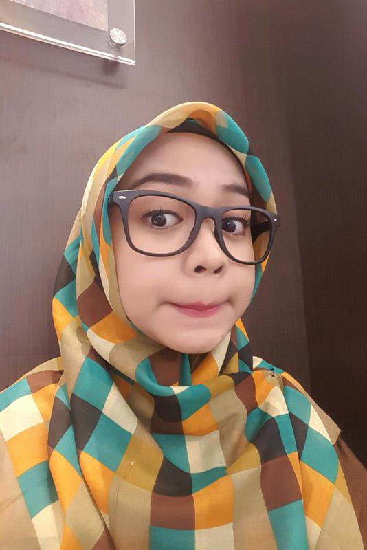 Cewek IGO Jilbab Kacamata segitiga instan