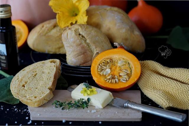 leckeres Kürbisbrot mit frischer Butter