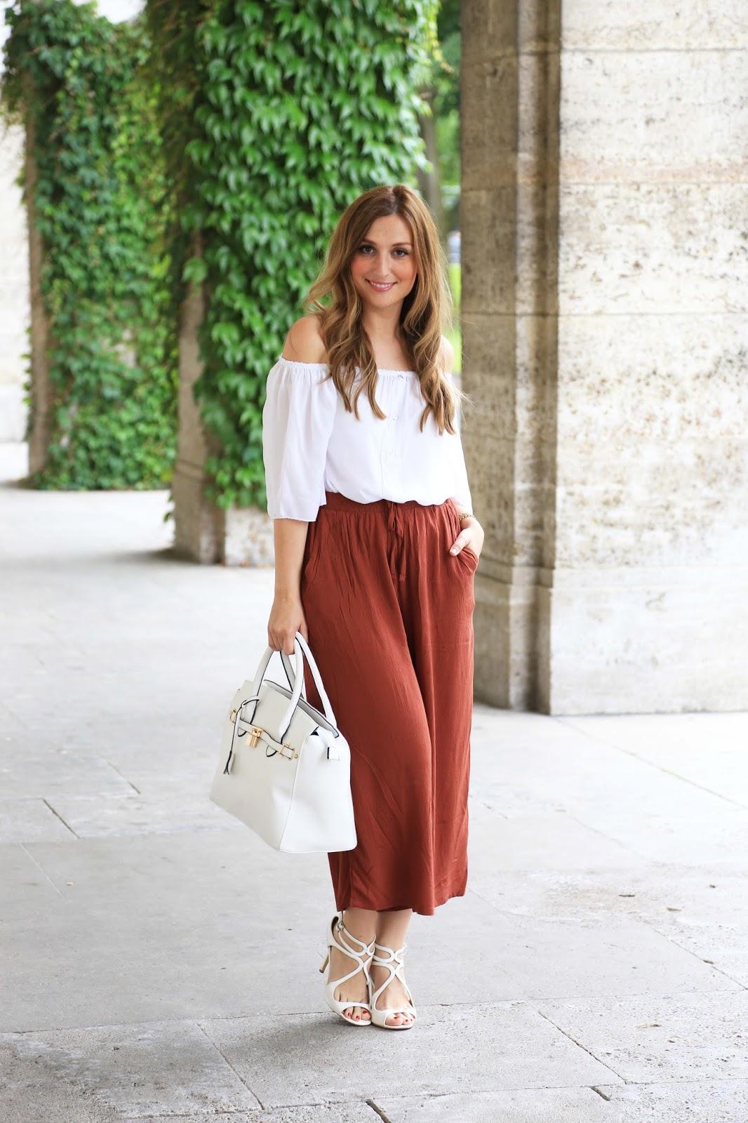 culotte hose- Weiße Sandalen - Weiße Schuhe - OffShoulder- Fashionstylebyjohanna in weißen Schuhen