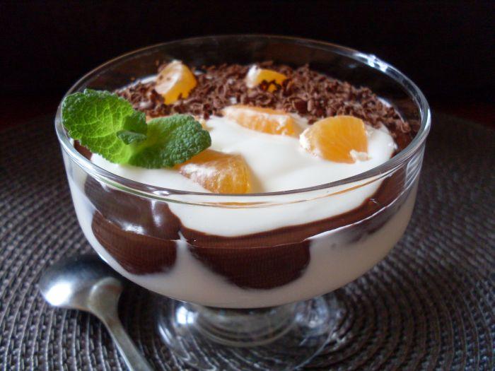 Deser jogurtowy z czekoladą