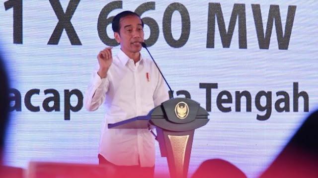 CEK FAKTA: Heboh Siswa SD Sembunyi di Kolong Meja Saat Bertemu Jokowi