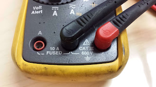 Fluke meter voltage and continuity probe setup