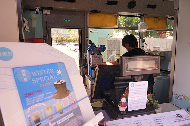 DSC09144 - 中科飲料店│輕飲哲中科巴士店,乘著巴士賣飲料去,等等先別上車,要買請靠窗 (已歇業