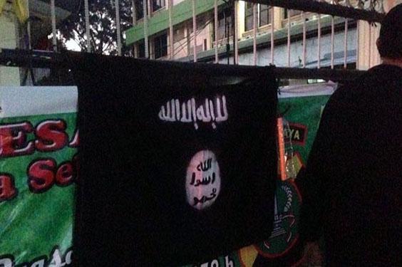 Kembali Pihak Kepolisian Mendapatkan Ancaman Teror Pagar di Pasang Bendera ISIS
