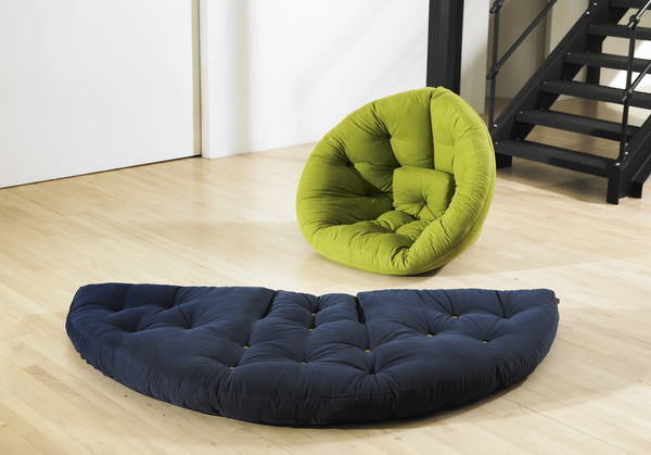 Comfortable nest for small spaces spicytec - Comfy couches for small spaces ...