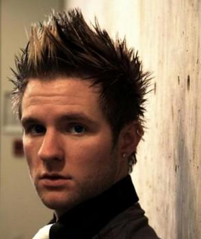 rambut pendek pria spiky undercut