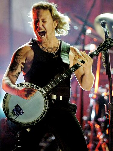 Foto de James Hetfield cantando en concierto