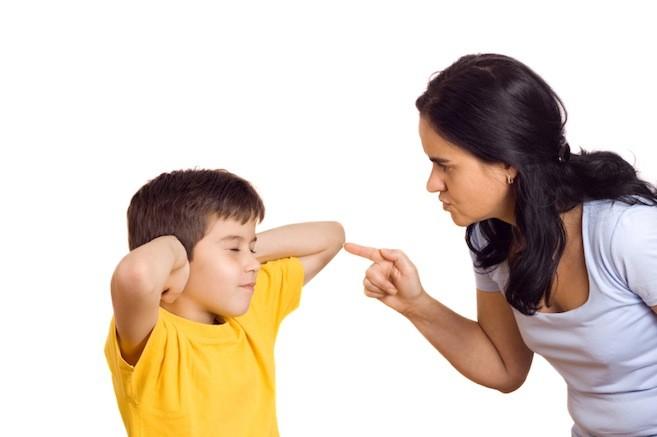Bố mẹ có nên chửi mắng, dạy dỗ bằng đánh (roi vọt) con cái nhiều không