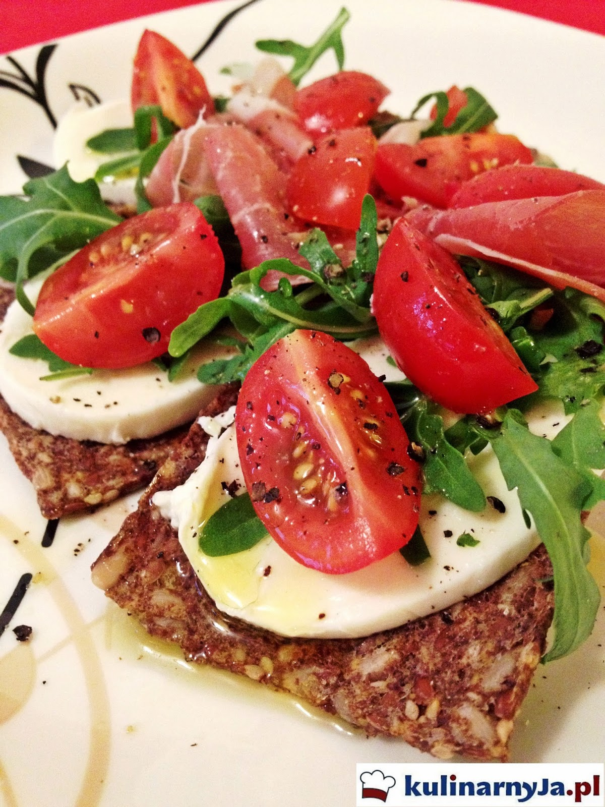 Wiosenne kromeczki z szynką parmeńską i mozzarellą (bezglutenowe)