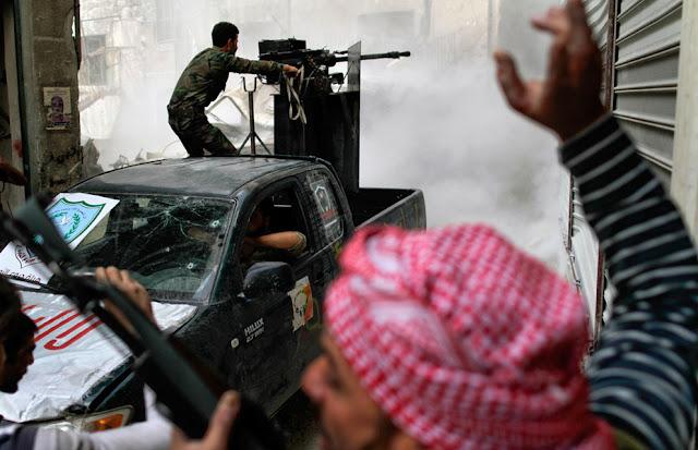 Antiaereo improvisado en una camioneta en Siria