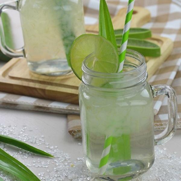 Cách nấu nước nha đam với đường phèn, lá dứa thơm mát.