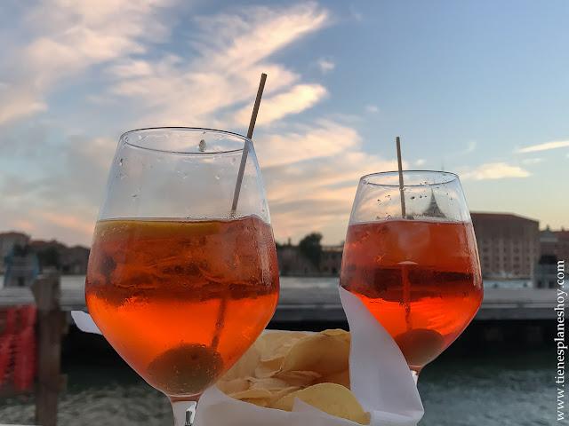 Aperol Spritz aperitivi Venecia Italia