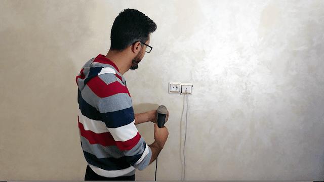 حيلة رائعة أعلمها لك ، من خلالها يمكن ان تعرف مكان تواجد الاسلاك الكهربائية قبل ثقب الحائط