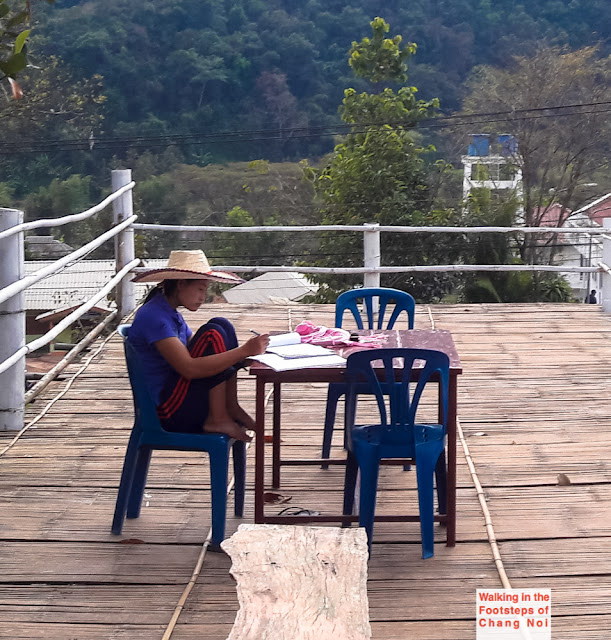 Thai girl studying in Bo Klua, North Thailand