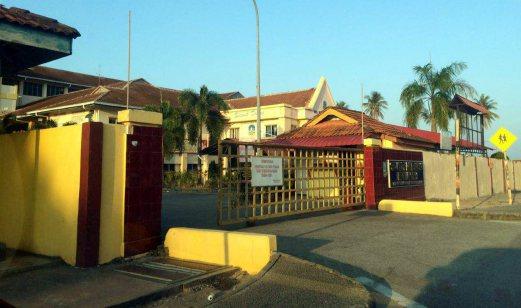 Nampak Pocong, 50 Pelajar & Guru Di Serang Histeria