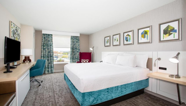The Hilton Garden Inn Las Vegas City Center hotel features a modern design, on-site dining, and comfortable accommodations near to Las Vegas Strip.