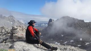 En la cima de la Torre de Horcados Rojos en los Picos de Europa.