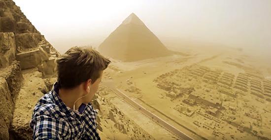 Ele escalou ilegalmente a Grande Pirâmide do Egito, e filmou algo incrível!
