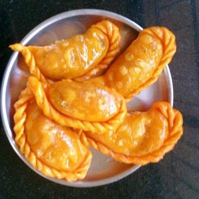 Gujiya Recipe - Gujia - Mawa Ghujiya Recipe