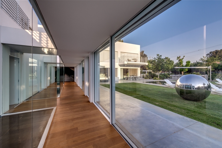 "Glass wall in Modern Villa ""Cubes"" In Tel Aviv"