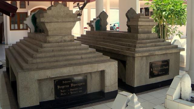 Makam Pangeran Diponegoro merupakan contoh Peninggalan Bersejarah di Indonesia
