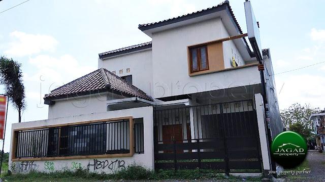 Rumah Mewah dengan Kolam Renang jalan Kaliurang Km 7