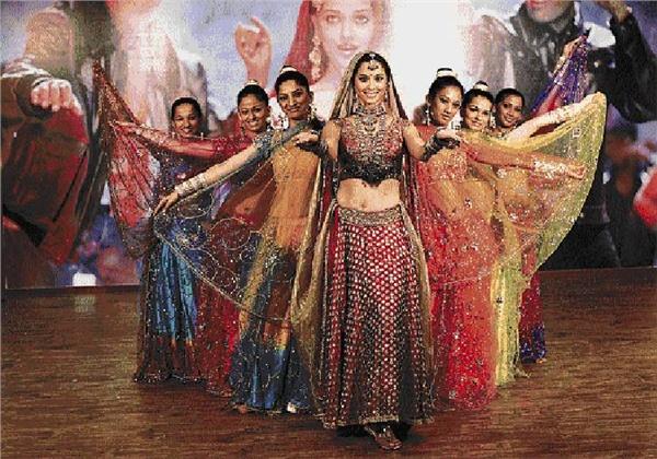 lea michele  bollywood dance scenes  photos