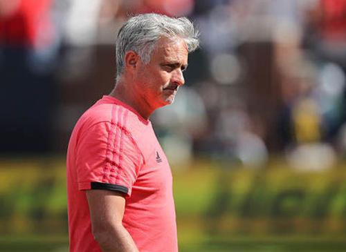 """M.U mất 17 cầu thủ, Mourinho như """"ngồi trên lửa"""""""