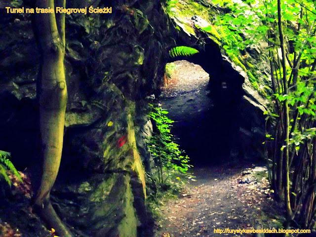 Tunel wyryty w skale na Riegrovej Stezce Podspálov - Bitouhov