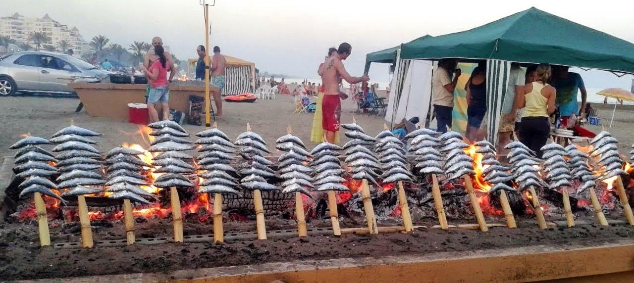 Los típicos espetos de sardinas malagueños