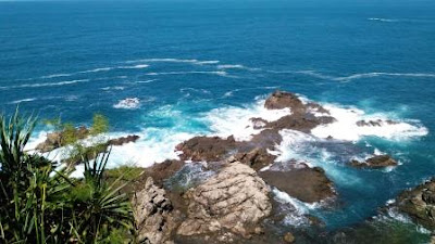 Pesona-Pantai-Siung
