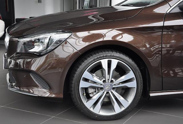 Mercedes CLA 200 sử dụng Mâm xe 18-Inch, màu xám Himalayas