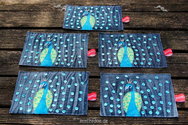 stitchydoo: Jeansrecycling Stoffkarten mit Pfauen, Pailletten und Blingbling