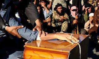 Muçulmanos do EI decepam mãos de meninos que se recusaram a matar reféns