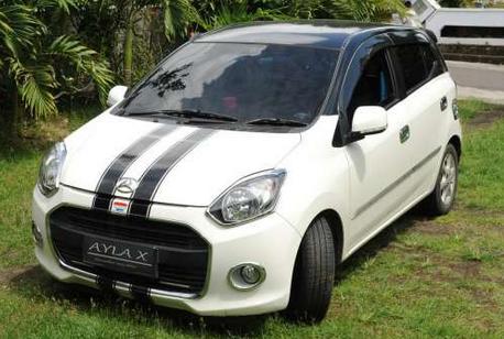 Modifikasi Mobil Ayla Putih