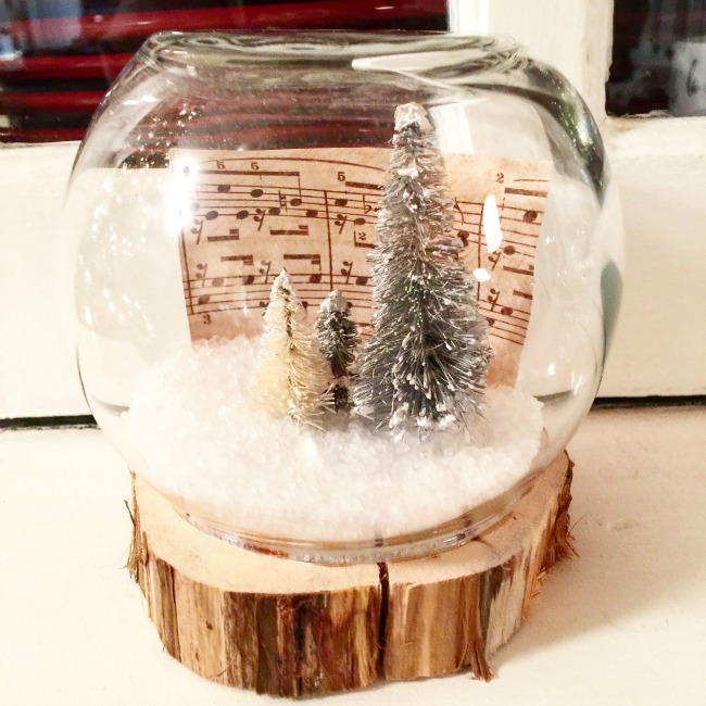 Easy DIY Fish Bowl Snow Globes www.homeroad.net