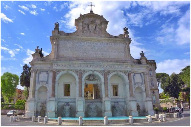 Fontana dell'Acqua Paola en el Gianicolo en Roma