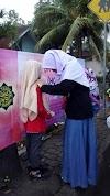Forum Rohis Bagikan Ratusan Jilbab Gratis