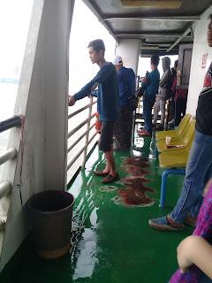 penumpang setelah badai reda