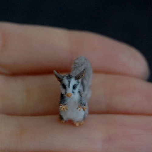 30-Sugar-Glider-ReveMiniatures-Miniature-Animal-Sculptures-that-fit-on-your-Hand-www-designstack-co