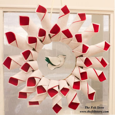 http://thefeltstore.blogspot.co.uk/2014/11/felt-christmas-wreath-tutorial.html