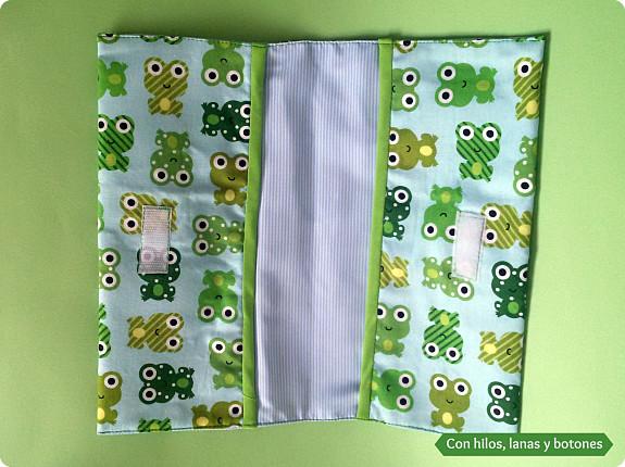 Con hilos, lanas y botones: estuche para toallitas y pañales