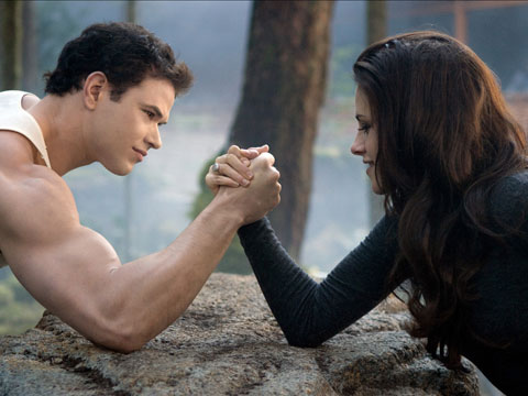 The Twilight Saga: Breaking Dawn Part 2 arm-wrestling by Bella and Edward movieloversreviews.filminspector.com