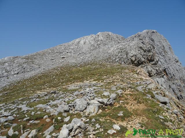 Ruta Torre Bermeja: Collada previa a la cima