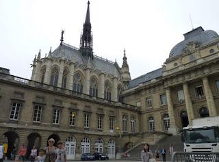 Iglesia Sainte Chapelle y Palacio de Justicia de París.